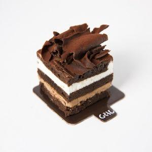 Individual de nata trufa i virutes de xocolata negra